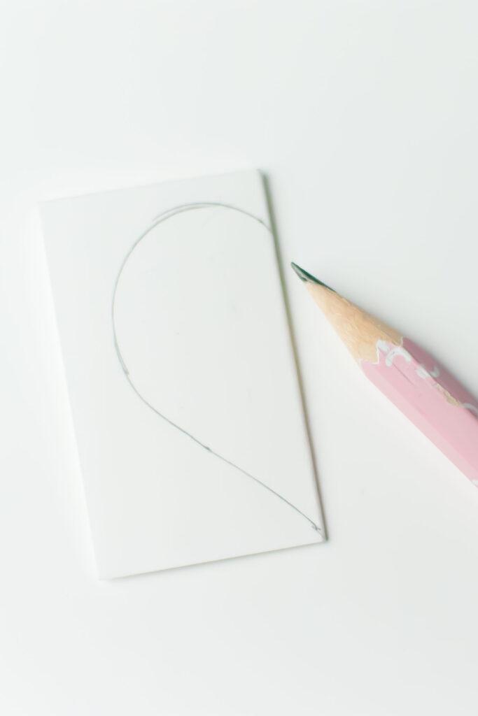 salakreativ-diy-dosen-upcycling-papierherzen-valentinstag-symmetrisches-herz-zeichnen