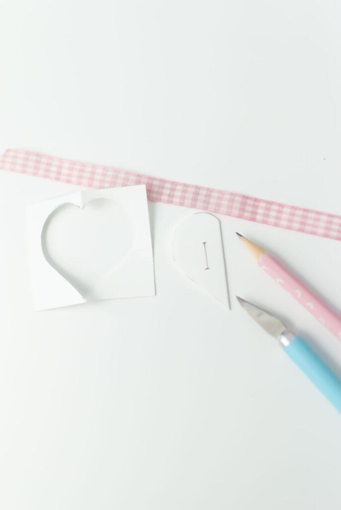 salakreativ-diy-papierherzen-valentinstag-schlitze