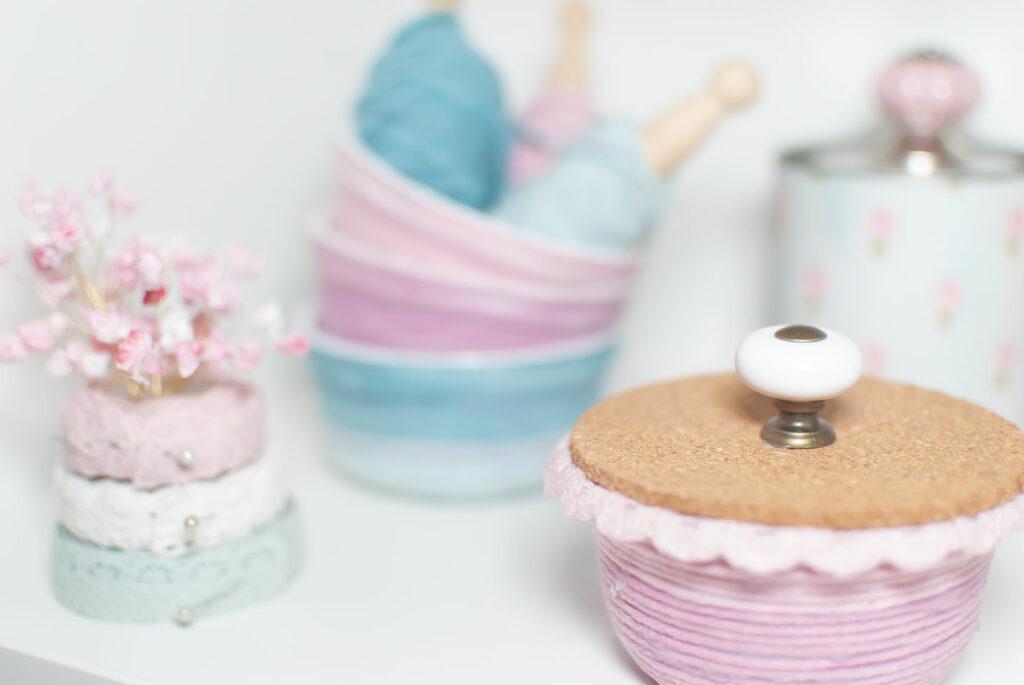 DIY mit Wollresten - bunte Upcyclingidee mit Joghurtbechern