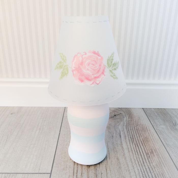 Lampe mit Lampenschirm