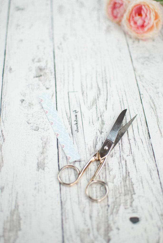 diy lampe schere streifen schneiden
